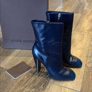 Louis Vuitton leather ankle boot 39